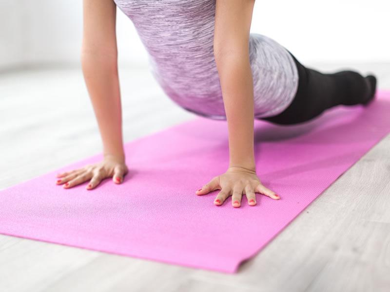 einfache yoga posen f r zuhause padma yoga. Black Bedroom Furniture Sets. Home Design Ideas